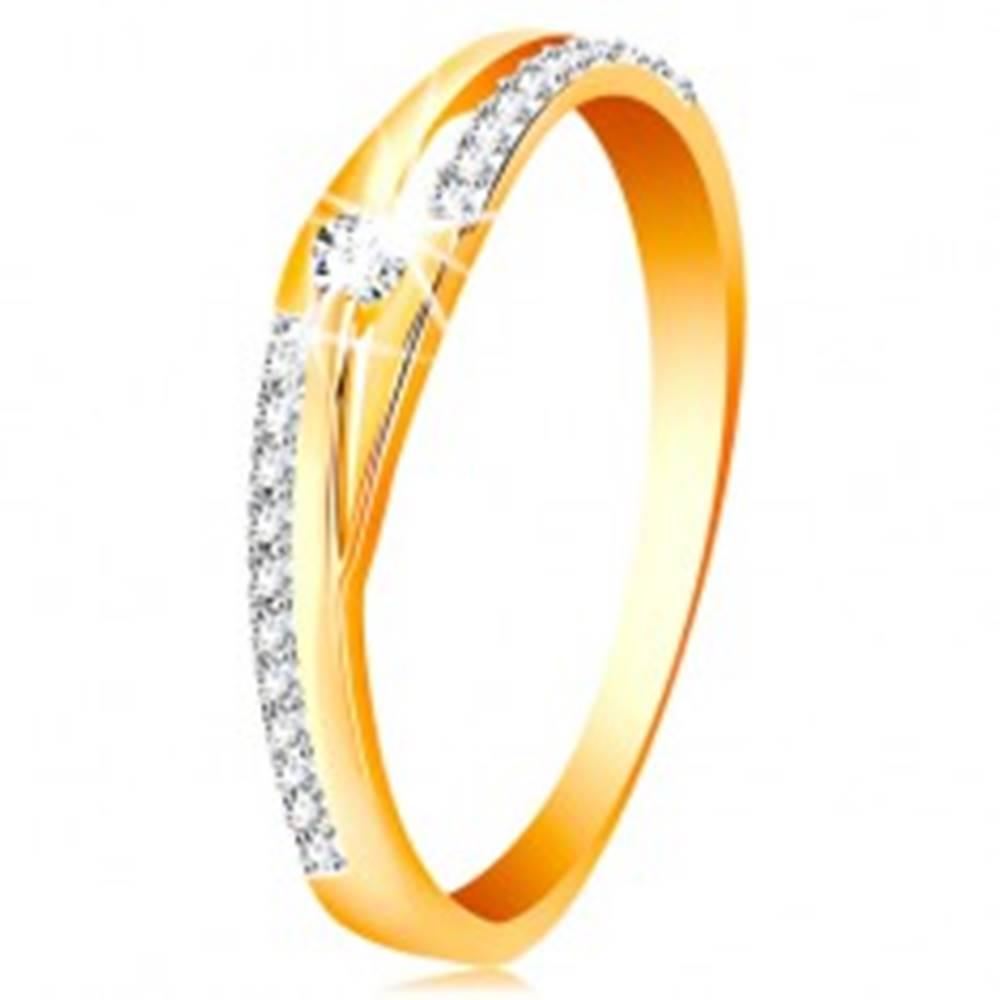 Šperky eshop Zlatý prsteň 585 - rozdelené línie ramien, trblietavé pásy a číry zirkón - Veľkosť: 51 mm
