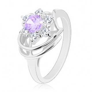 Lesklý prsteň v striebornom odtieni, svetlofialovo-číry zirkónový kvet, oblúčiky - Veľkosť: 48 mm
