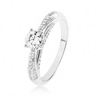 Trblietavý strieborný prsteň 925, číry kamienok, zdobené bočné strany prsteňa - Veľkosť: 48 mm