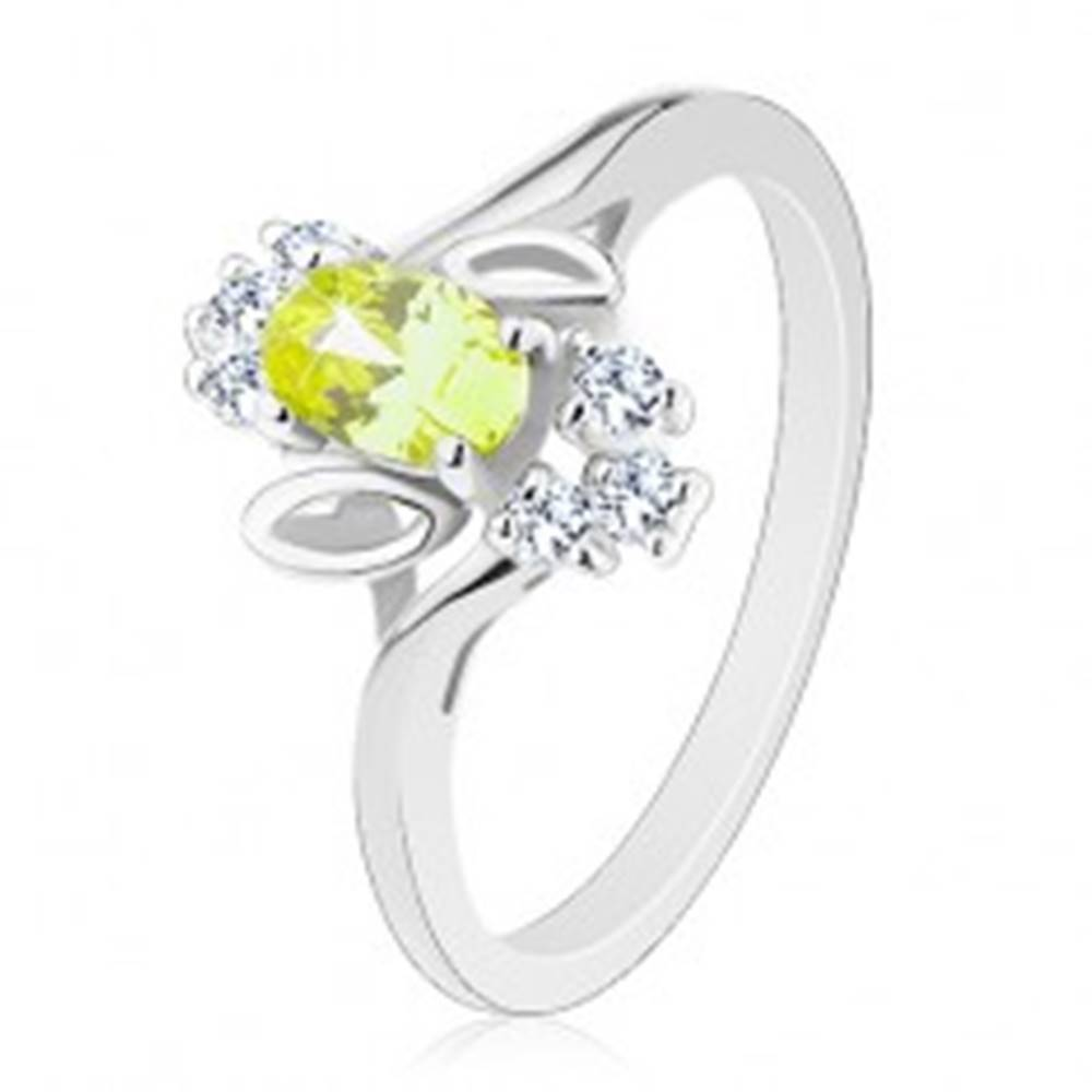 Šperky eshop Ligotavý prsteň, svetlozelený oválny zirkón, lístočky, číre zirkóniky - Veľkosť: 61 mm