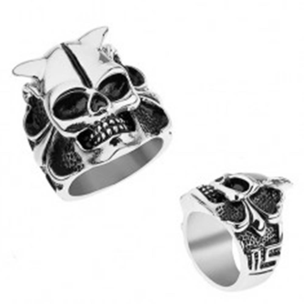 Šperky eshop Oceľový prsteň striebornej farby, lebka s rohmi, srdce, guličky, hranaté línie - Veľkosť: 56 mm
