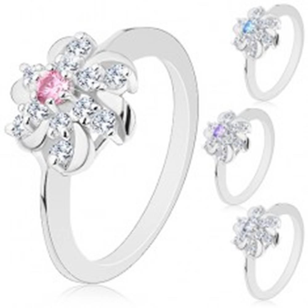 Šperky eshop Prsteň striebornej farby, číry kvet s farebným stredom a lesklými oblúčikmi - Veľkosť: 55 mm, Farba: Ružová
