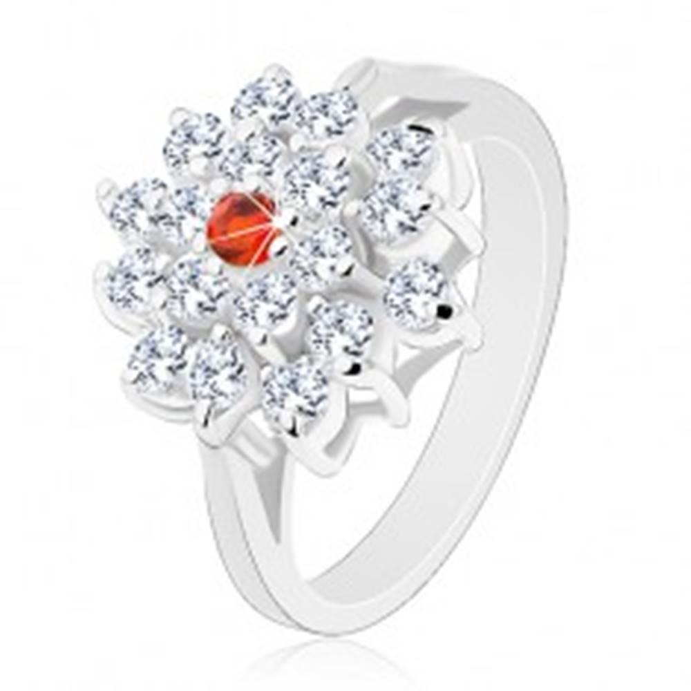 Šperky eshop Prsteň striebornej farby, veľký číry kvet s oranžovým zirkónom v strede - Veľkosť: 56 mm