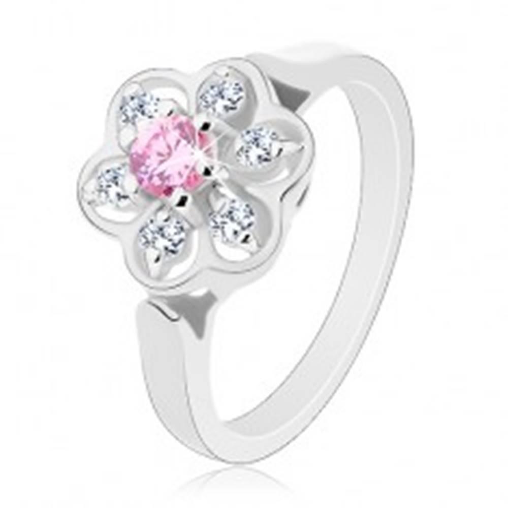 Šperky eshop Prsteň v striebornom odtieni, ligotavý číry kvietok s ružovým stredom - Veľkosť: 50 mm