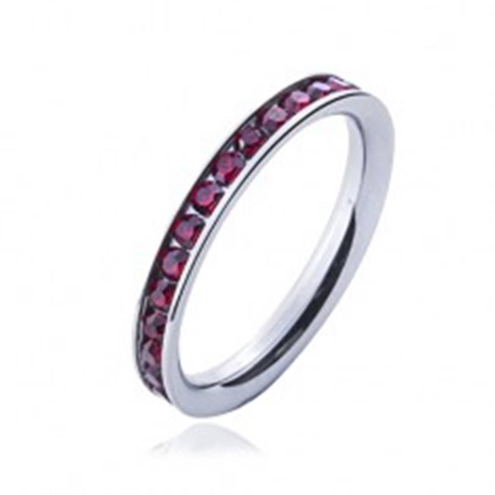 Šperky eshop Prsteň z chirurgickej ocele - červené okrúhle zirkóny - Veľkosť: 49 mm