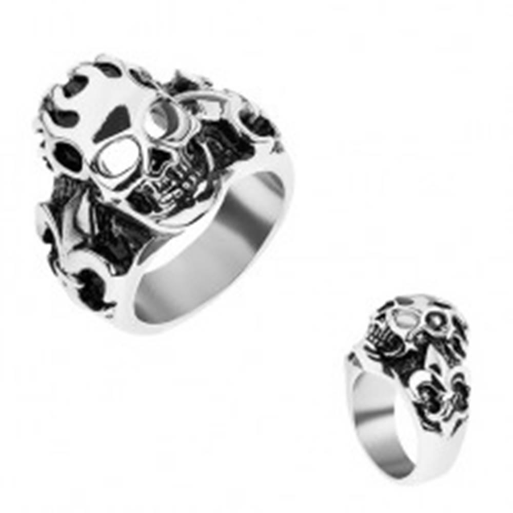 Šperky eshop Prsteň z chirurgickej ocele striebornej farby, patinovaná lebka, Fleur de Lis - Veľkosť: 56 mm