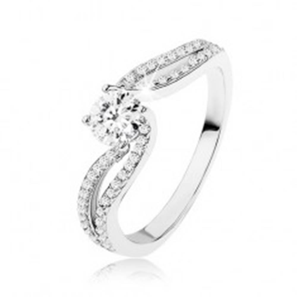 Šperky eshop Strieborný prsteň 925, žiarivý zirkón medzi dvoma líniami kamienkov - Veľkosť: 48 mm