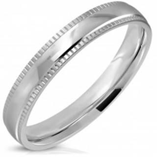 Prsteň z ocele 316L, strieborný odtieň, lesklý stred a vrúbkované okraje, 4 mm - Veľkosť: 52 mm