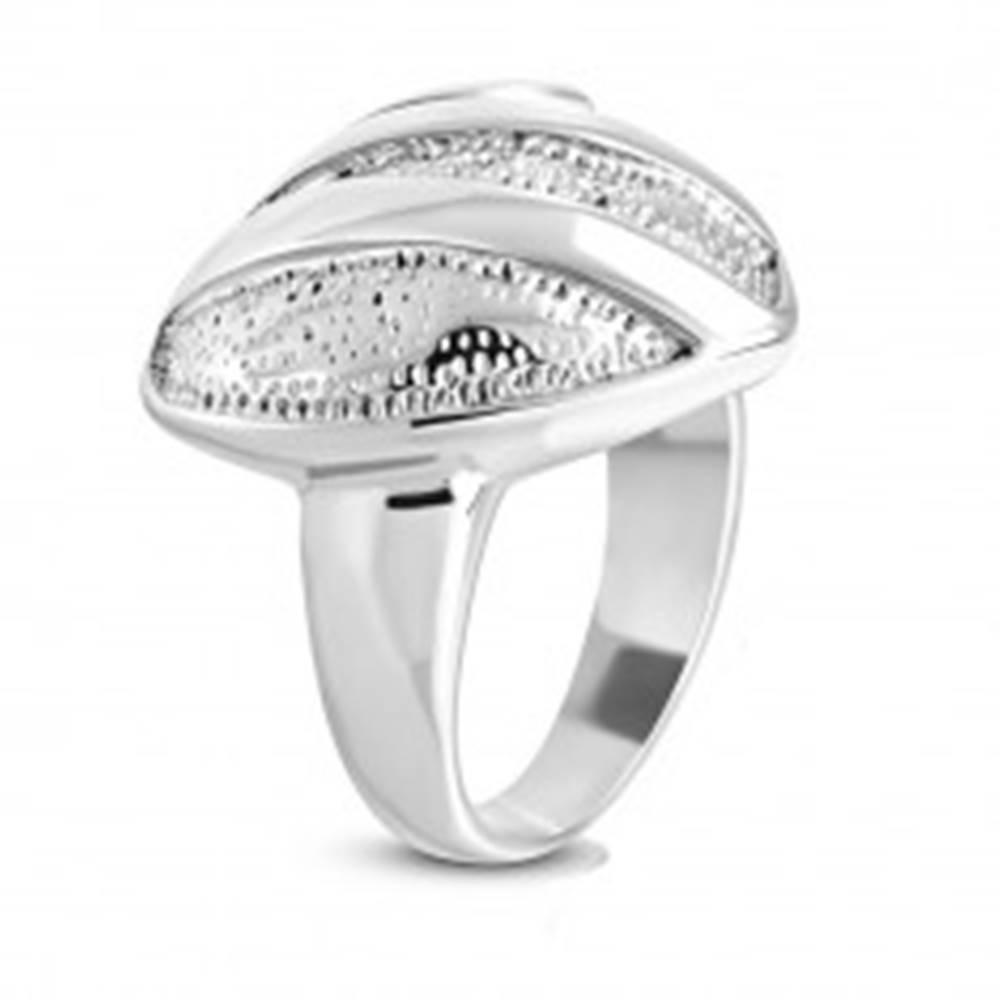 Šperky eshop Oceľový prsteň - symetrické srdce s drobnými zárezmi, lesklé pásy a špirála - Veľkosť: 51 mm
