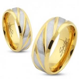 Obrúčka zlatej farby z ocele, matné šikmé pásiky v striebornom odtieni, 8 mm - Veľkosť: 59 mm