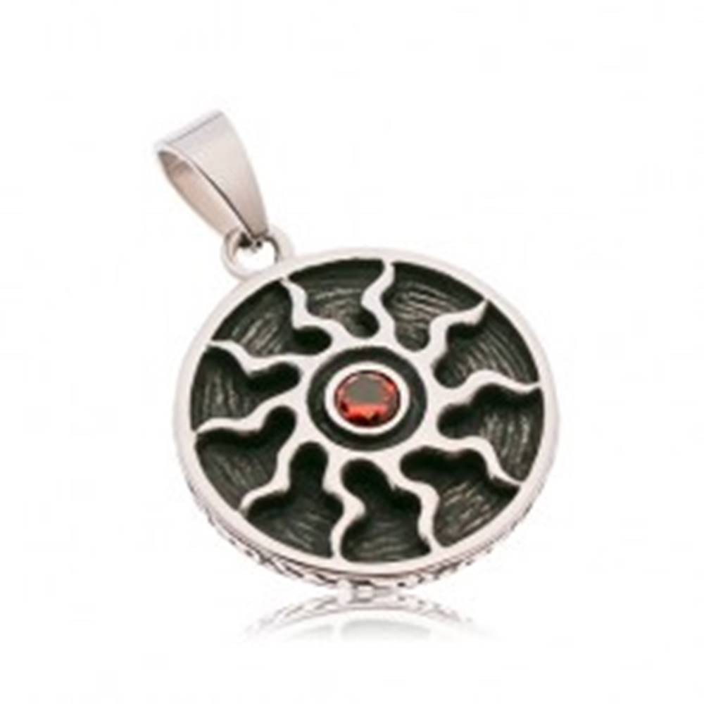Šperky eshop Okrúhly patinovaný prívesok z ocele 316L, symbol slnka s červeným zirkónom