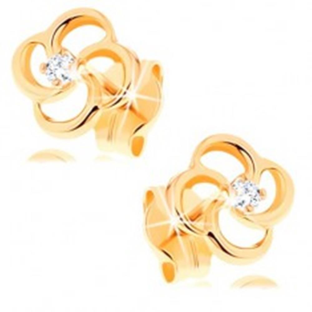 Šperky eshop Briliantové náušnice zo žltého 14K zlata - kvet s čírym diamantom