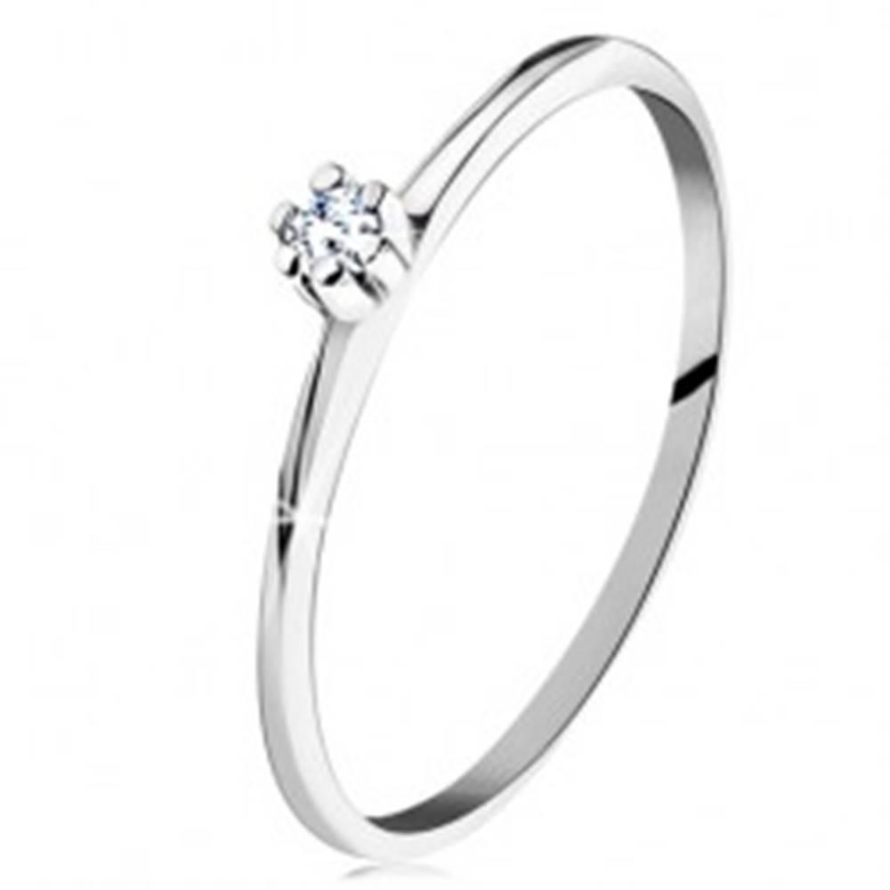 Šperky eshop Prsteň v bielom 14K zlate - lesklé skosené ramená, okrúhly číry diamant - Veľkosť: 49 mm