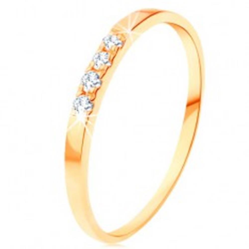 Šperky eshop Zlatý prsteň 585 - línia štyroch čírych briliantov, tenké lesklé ramená - Veľkosť: 49 mm