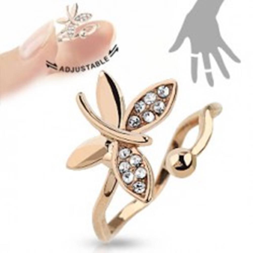 Šperky eshop Nastaviteľný prsteň medenej farby, ligotavý motýľ, zvlnené ramená