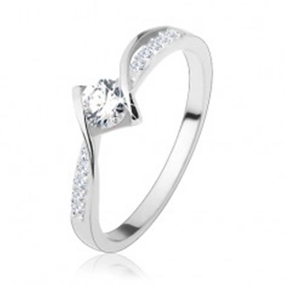 Šperky eshop Zásnubný prsteň, striebro 925, lesklé zaoblené línie, okrúhly číry zirkón uprostred - Veľkosť: 50 mm