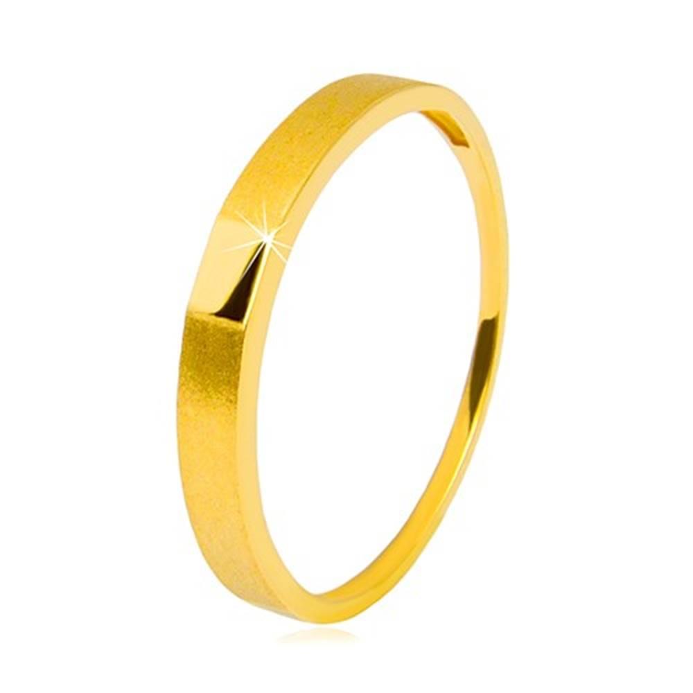 Šperky eshop Zlatý prsteň 585 - lesklý hladký obdĺžnik, ramená so saténovým povrchom, 2,5 mm - Veľkosť: 49 mm