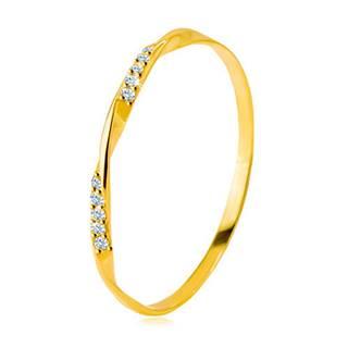 Zlatý 585 prsteň - hladká zvlnená línia zdobená ligotavými zirkónikmi v čírom odtieni - Veľkosť: 49 mm