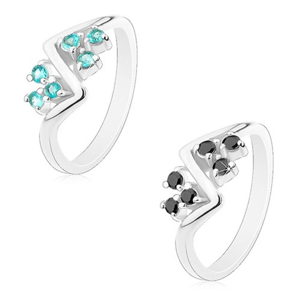 Šperky eshop Prsteň s lesklými ramenami, vlnka a trojice okrúhlych zirkónikov - Veľkosť: 51 mm, Farba: Svetlomodrá