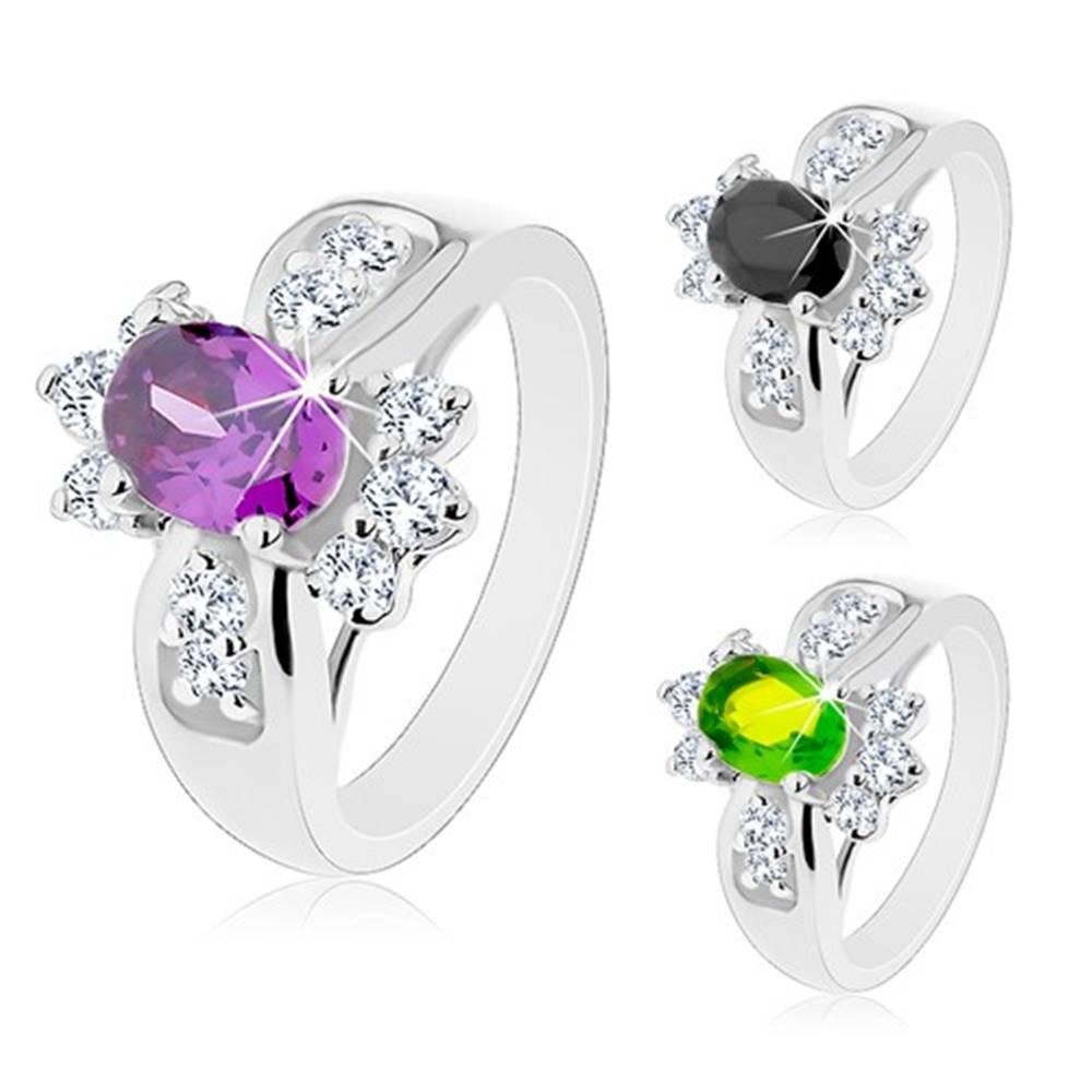 Šperky eshop Lesklý prsteň s rozšírenými ramenami, farebný oválny zirkón, okrúhle číre zirkóniky - Veľkosť: 52 mm, Farba: Zelená
