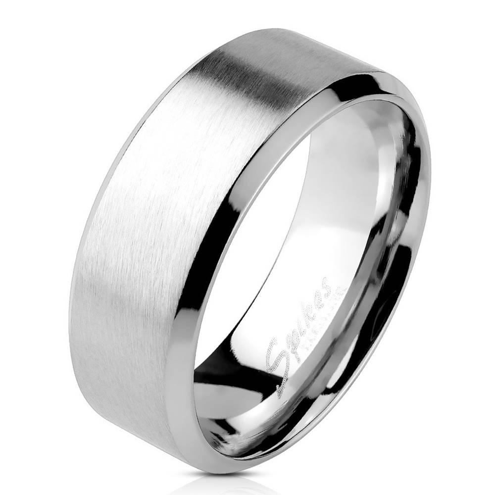 Šperky eshop Prsteň z ocele - matný pásik v strede, lesklé línie po okrajoch, 6 mm - Veľkosť: 49 mm